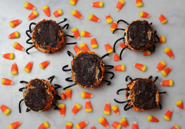 Halloween Ice Cream Sandwich Spiders
